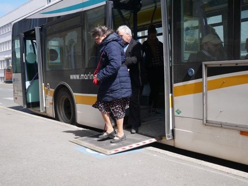 Sortie de bus par la plateforme