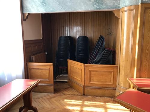 Alcôve aménagée dans la salle du Conseil de la mairie  de Boulogne